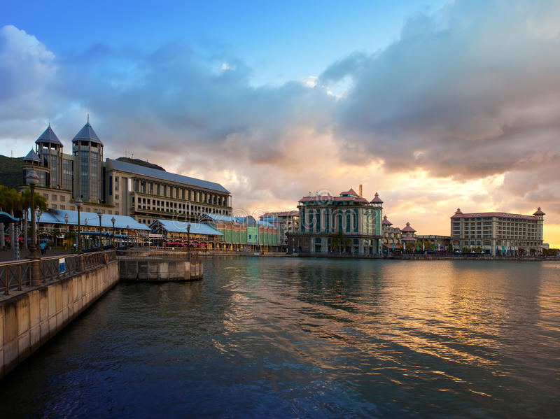 De dijk bij zonsondergang, hoofdstad haven-Louis van Mauritius royalty-vrije stock foto's