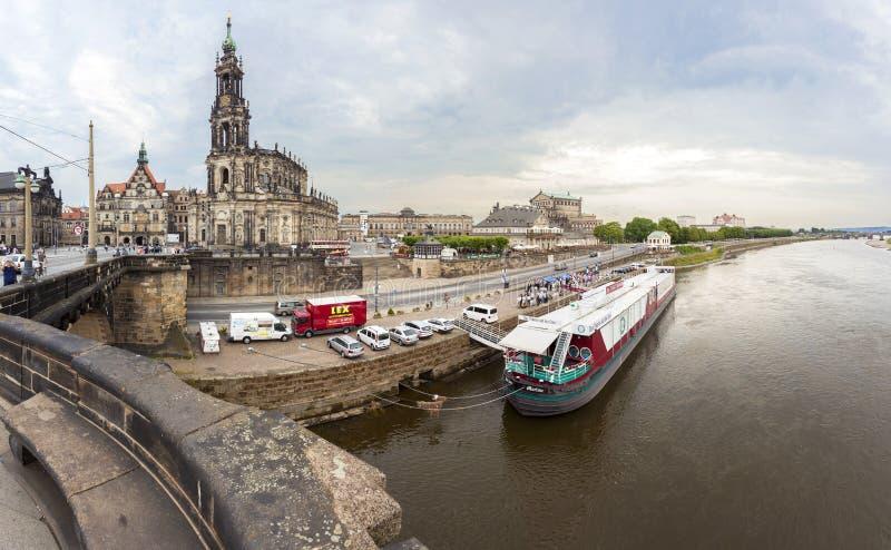 De dijk van Dresden en Elbe rivier stock afbeeldingen