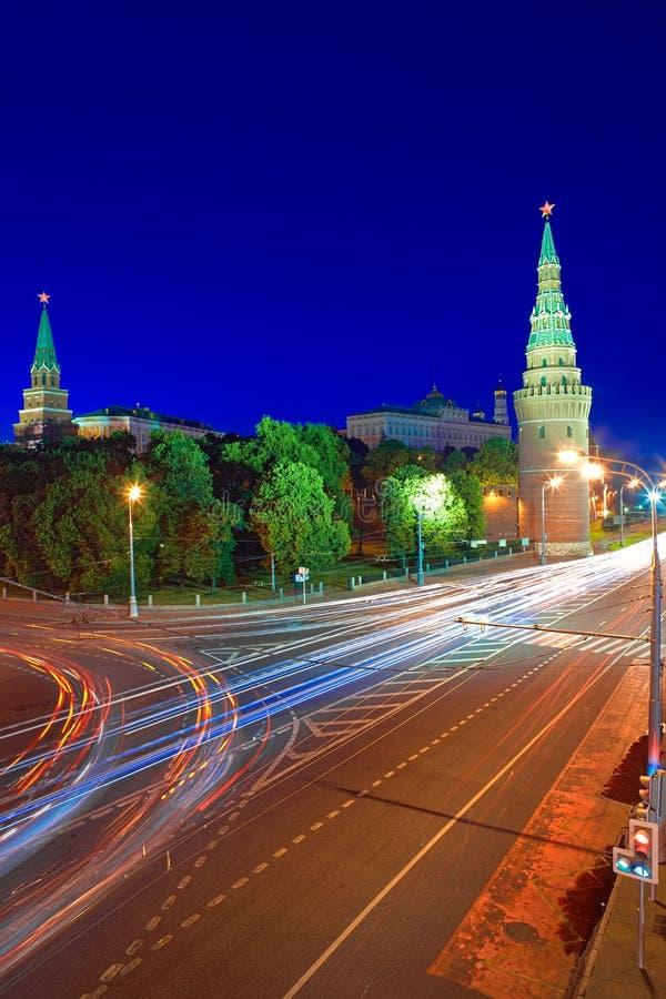 Moskou het Kremlin en de Dijk van het Kremlin bij nacht. royalty-vrije stock foto