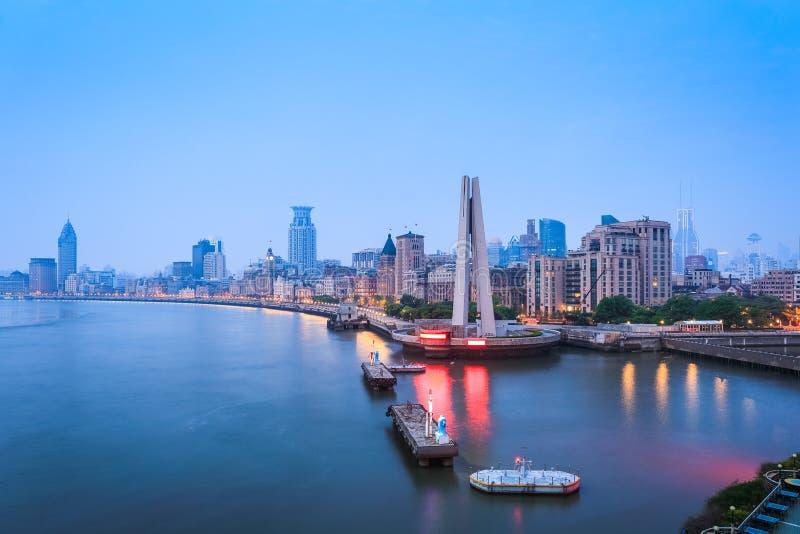 De dijk van Shanghai in dageraad stock afbeelding