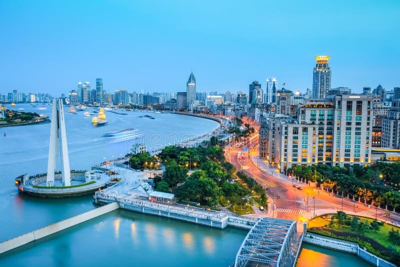 De dijk van Shanghai in het vallen van de avond stock fotografie