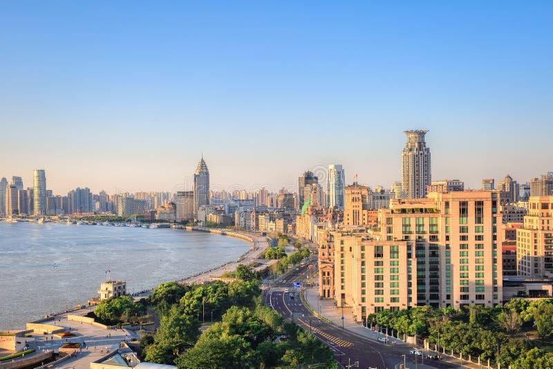 De dijk van Shanghai in zonsopgang stock afbeeldingen
