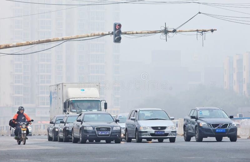 De dikke laag van smog bedekt de stad, Peking, China stock foto