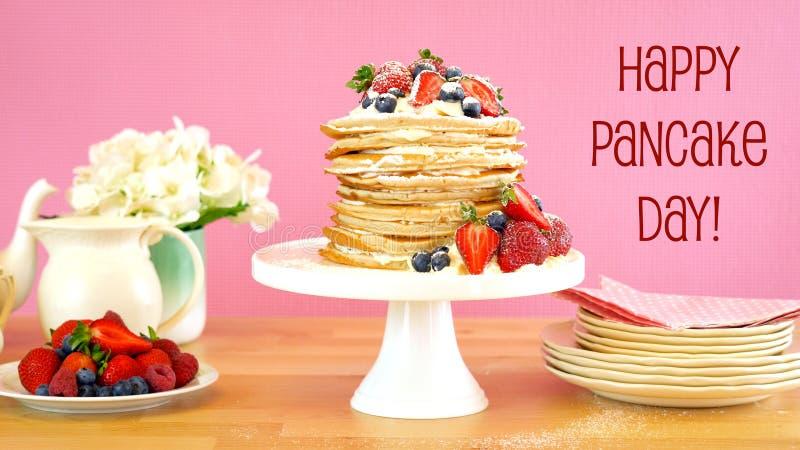 De Dinsdagstapel van de Shrovepannekoek van pannekoekencake stock fotografie