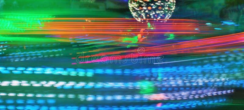 De disco steekt synth de rit van het het neon funfair kermisterrein van de golfdamp, Nachtkleuren van aan pretpark lo-FI royalty-vrije stock foto