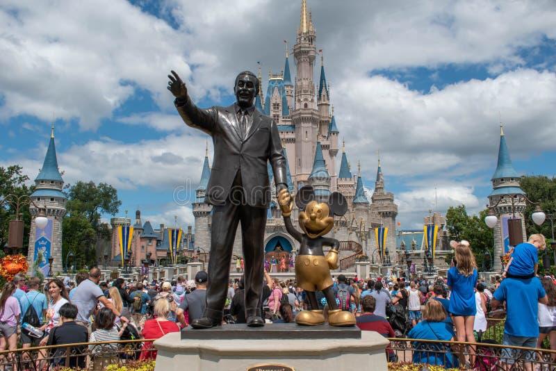 De Disney van de Analyse van partners en Mickey bij Magic Kigndom 3 stock afbeelding