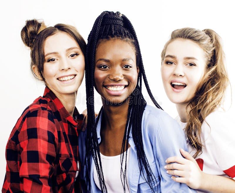 De diverse multigroep van natiemeisjes, tienervriendenbedrijf cheerf stock foto