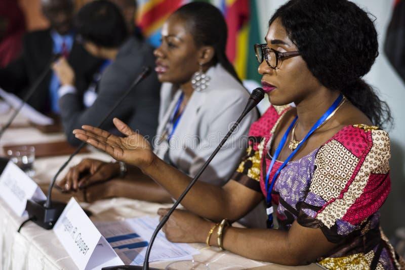 De diversiteitsmensen vertegenwoordigen Internationale Conferentievennootschap stock afbeeldingen