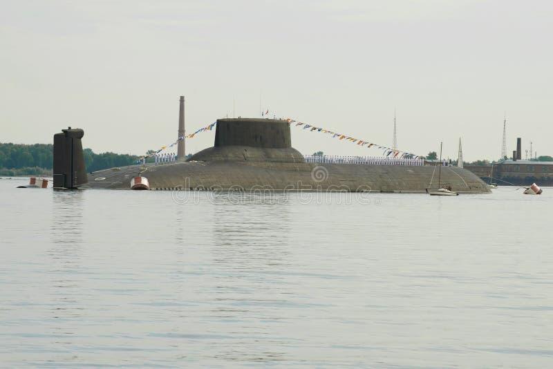 ` De Dmitry Donskoy del ` - un crucero submarino pesado del misil nuclear de importancia estratégica en la incursión de Kronstadt imagenes de archivo