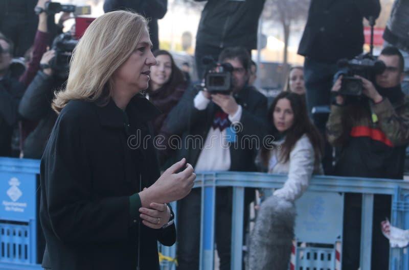 De dochter van Cristina van Koning Juan Carlos die van Spanje aan hof in Mallorca aankomen stock afbeeldingen