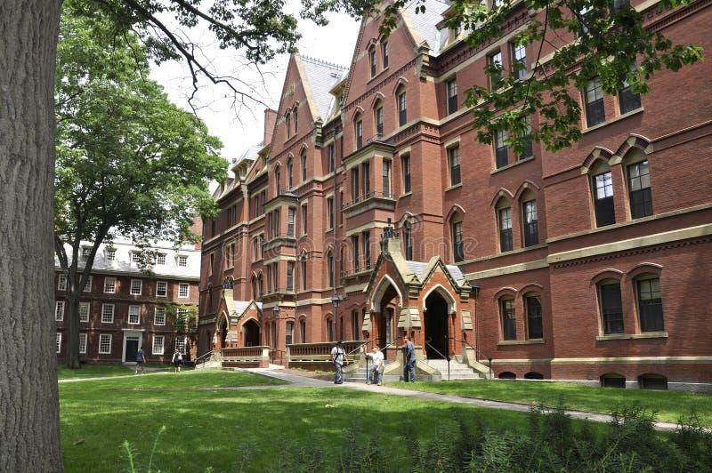 De doctorandus in de letteren van Cambridge, 30 juni: Matthews Hall van de Campus van Harvard in de Staat van Cambridge Massachus royalty-vrije stock fotografie