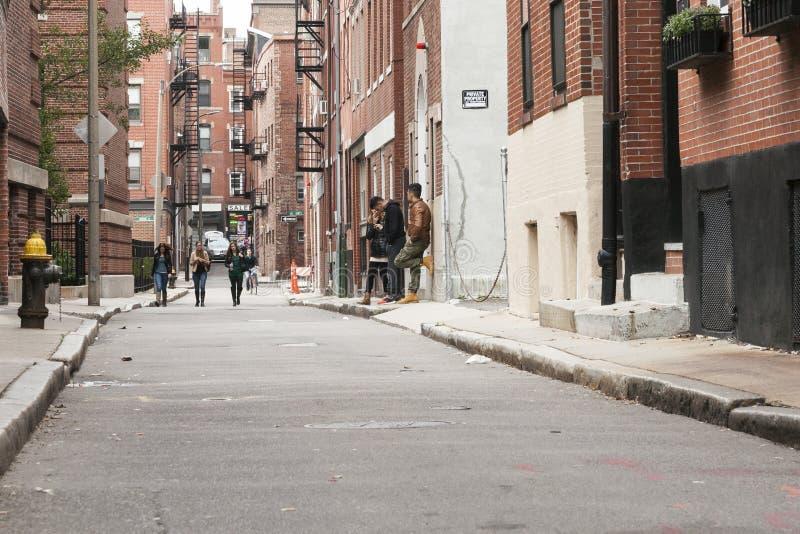 De doelloze jeugd in backstreet stock afbeeldingen