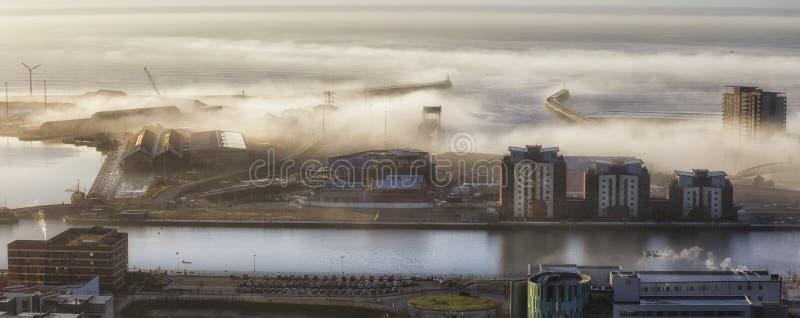 De dokken van Swansea in de mist royalty-vrije stock afbeelding