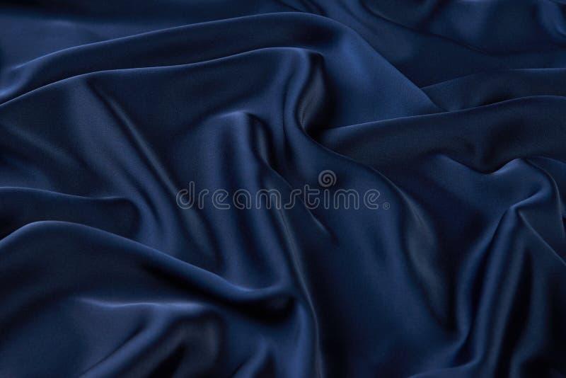 De donkerblauwe achtergrond van de zijdestof, mening van hierboven royalty-vrije stock foto