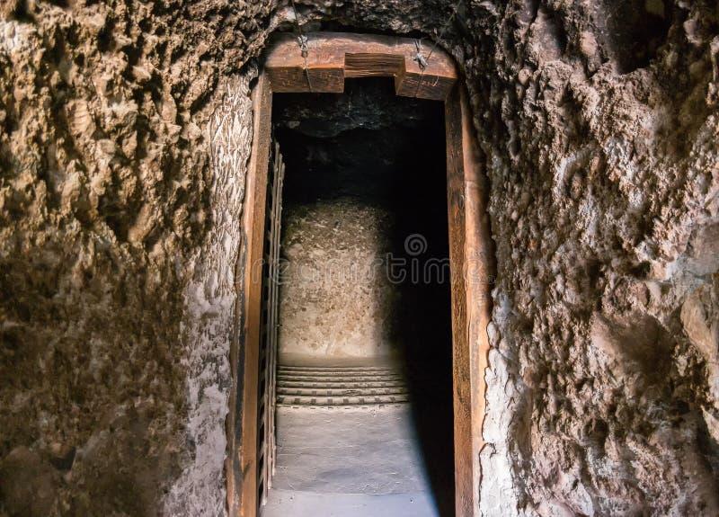De donkere cel, eenzame opsluiting royalty-vrije stock afbeelding