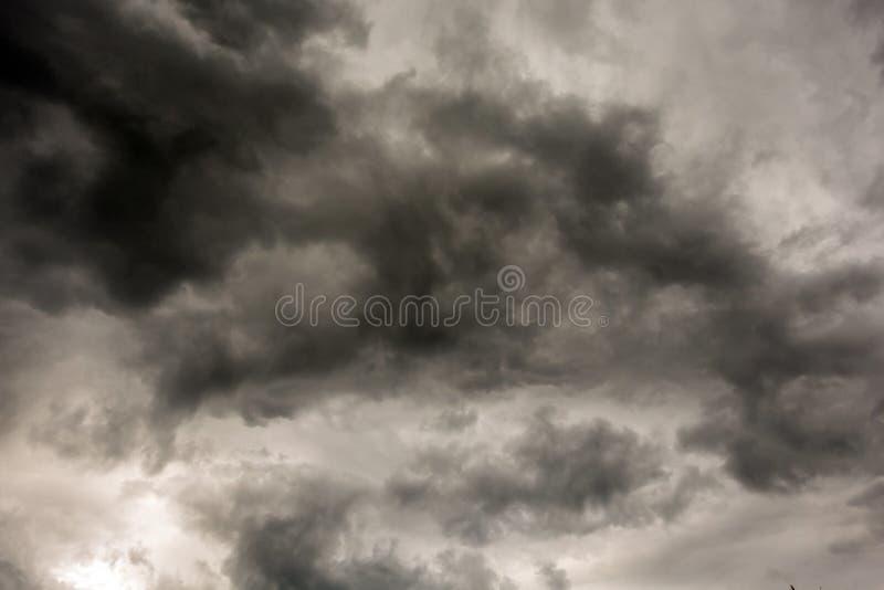 De donkere en Dramatische Achtergrond van het Onweerswolkengebied royalty-vrije stock fotografie