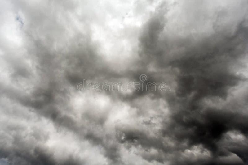 De donkere en Dramatische Achtergrond van het Onweerswolkengebied royalty-vrije stock afbeeldingen