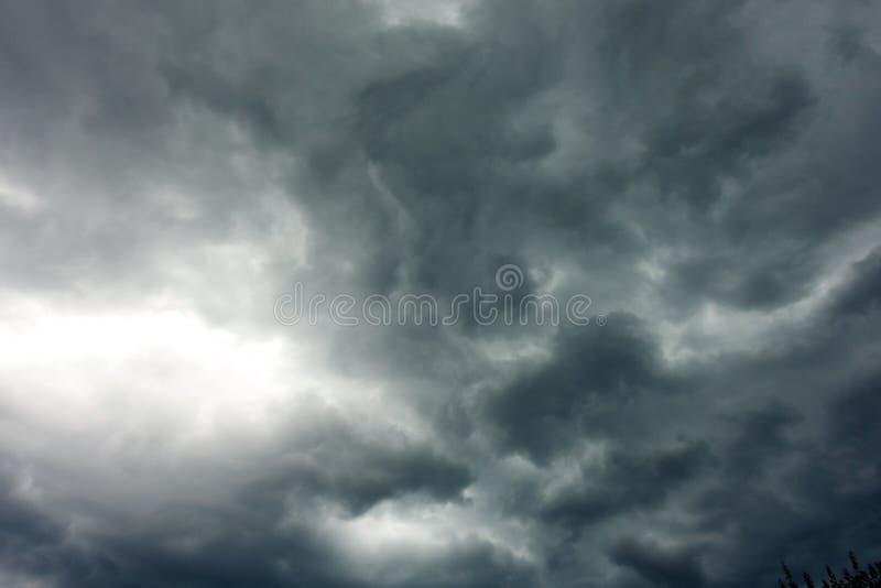 De donkere en Dramatische Achtergrond van het Onweerswolkengebied royalty-vrije stock foto