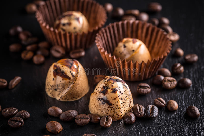 De donkere Pralines van de Chocolade royalty-vrije stock afbeeldingen