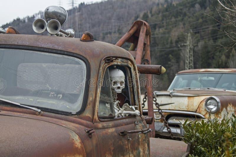 De doodsreizen met de auto royalty-vrije stock afbeeldingen