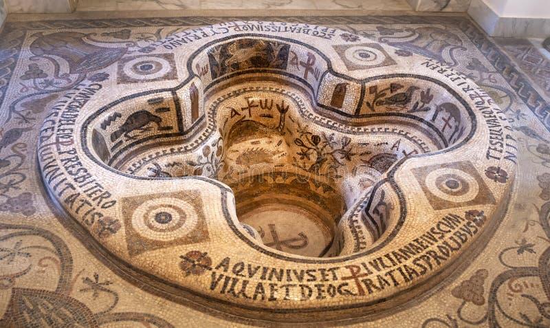 De doopdoopvont van Roman Christian Bardo Nationaal Museum Tunis 27 Juni 2011 stock fotografie