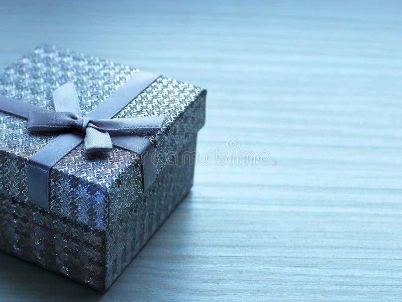 De doos van de gift met een boog stock foto