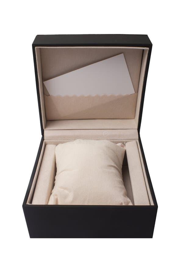 De doos van de gift Open zwarte horlogedoos op een witte achtergrond Een leeg adreskaartje binnen, onder de inschrijving stock foto