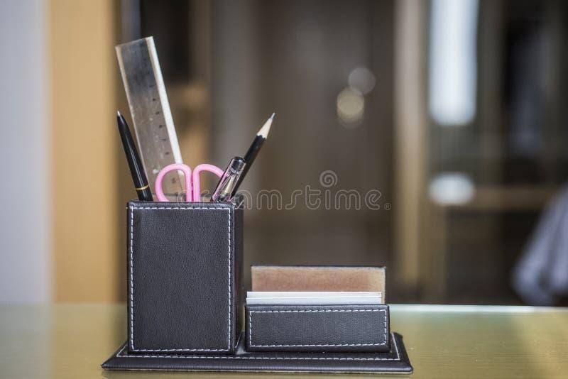De doos van de leerinzameling op bureau royalty-vrije stock afbeelding