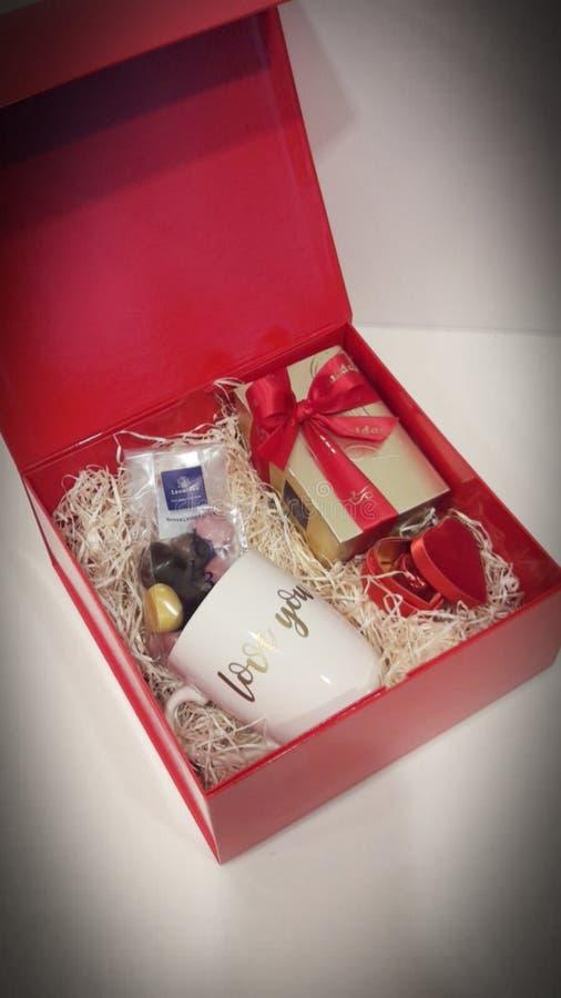 De doos van de luxegift Valentine& x27; s dag stock afbeeldingen