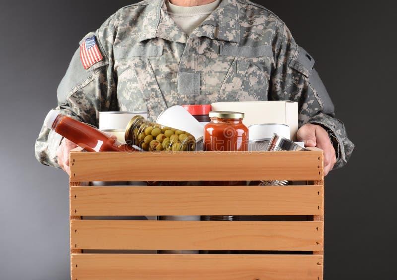 De Doos van militairholding food drive royalty-vrije stock foto