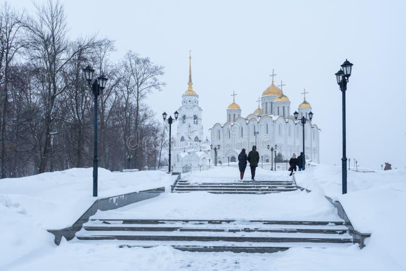 De Dormition-Kathedraal in Vladimir in de winter Russische de wintercityscape royalty-vrije stock fotografie