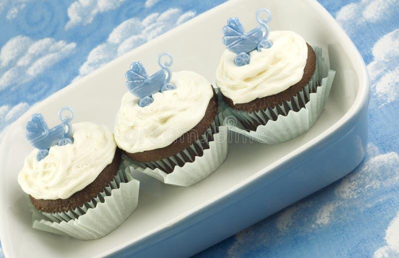 De Douche Cupcakes van de baby voor Jongen stock afbeeldingen