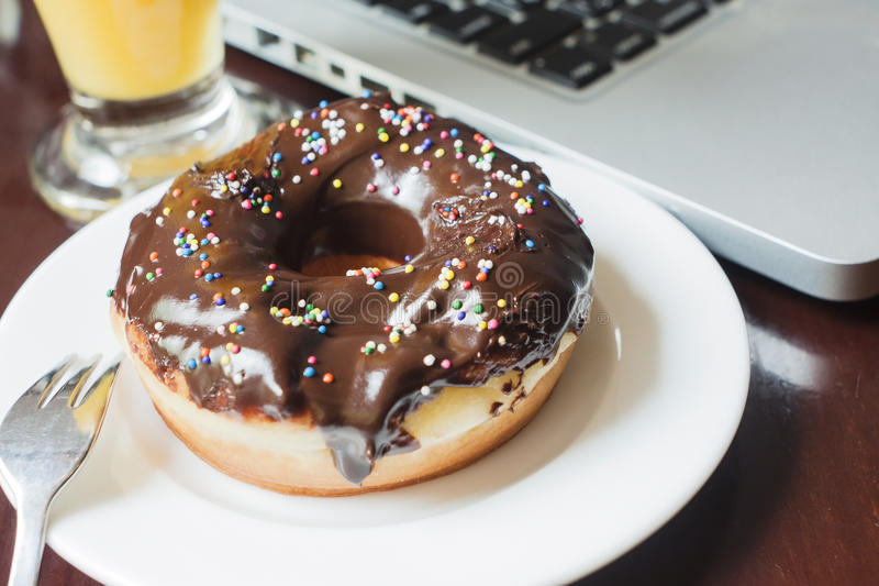 De doughnut van de chocolade royalty-vrije stock foto's