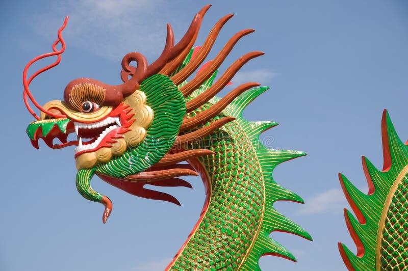 De draak van het beeldhouwwerk stock foto