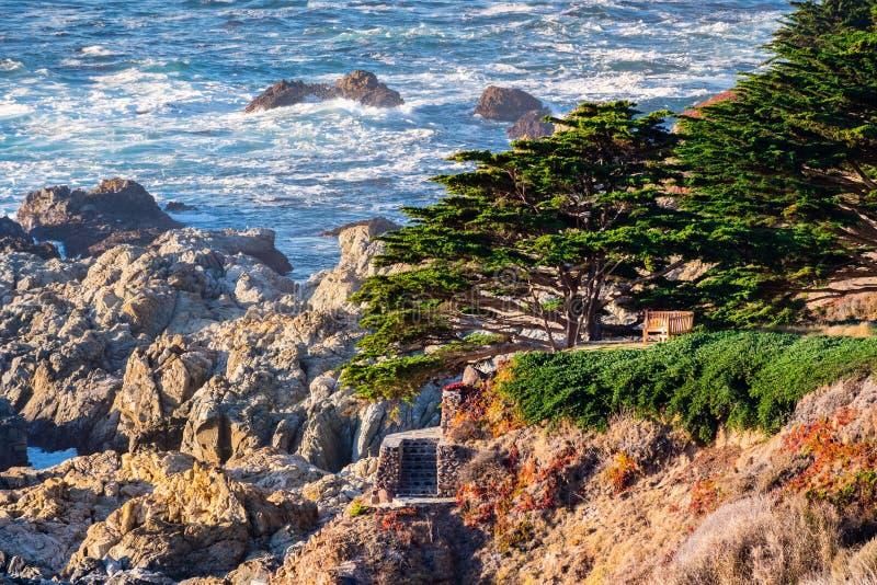 De dramatische Vreedzame Oceaankustlijn, Californië royalty-vrije stock foto's
