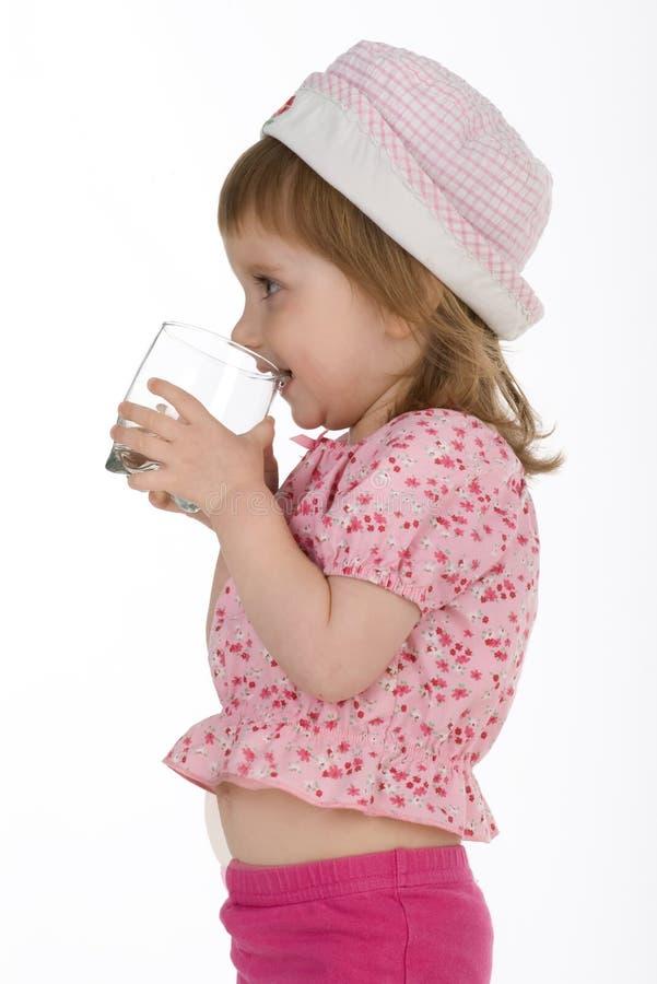 De drank van het meisje het water stock foto