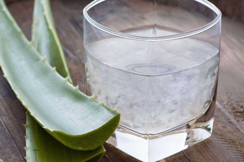 De drank van Vera van het aloë stock afbeeldingen