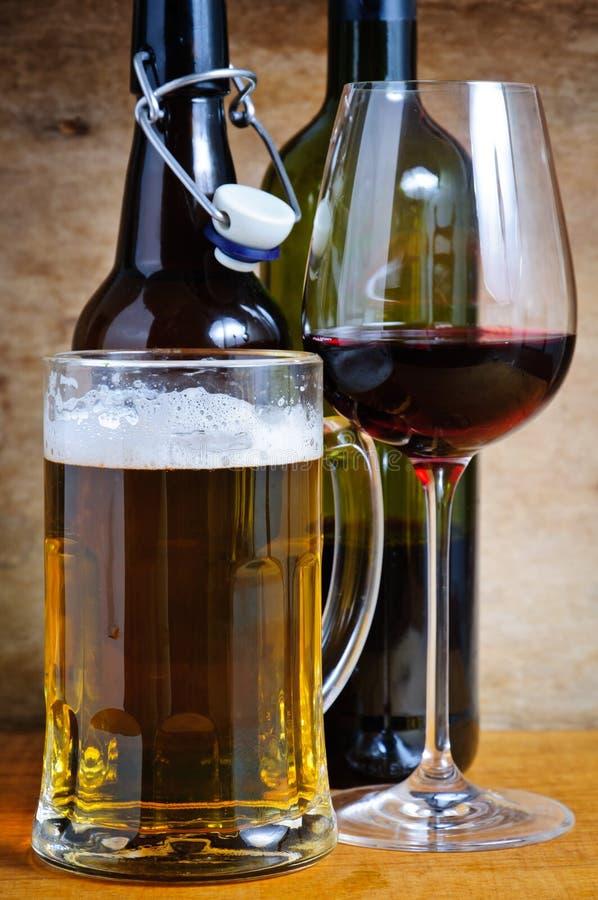 De dranken van het bier en van de wijn royalty-vrije stock fotografie
