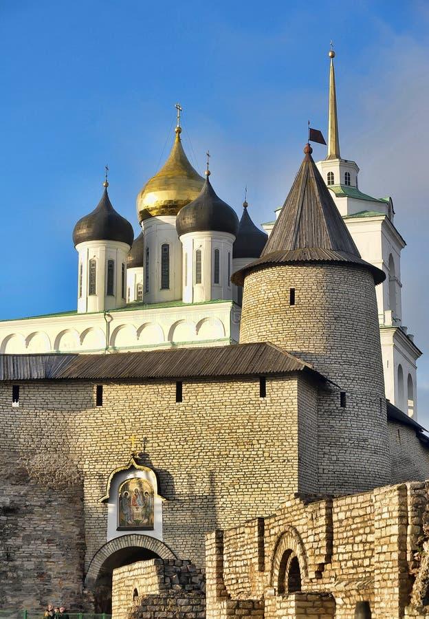 De Drievuldigheidskathedraal sinds 1589 in Pskov wordt gevestigd dat royalty-vrije stock foto's
