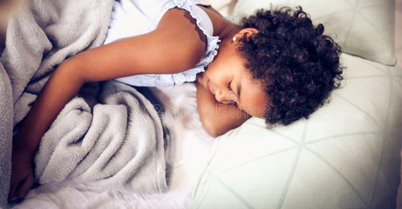 De dromen van kinderen zijn volledig van geluk royalty-vrije stock foto