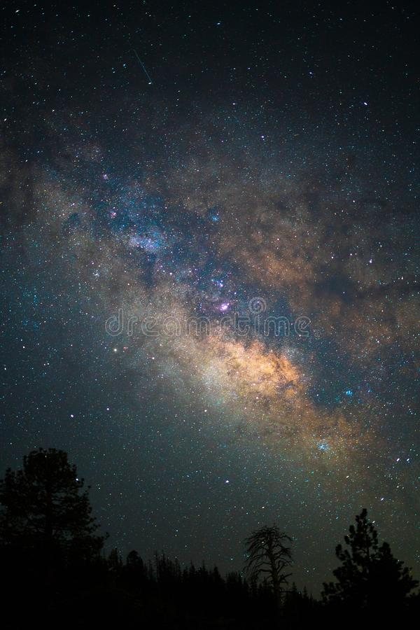 De dromerige sterren van de sterrige astrofotografie van Yosemite van de hemelnacht stock fotografie