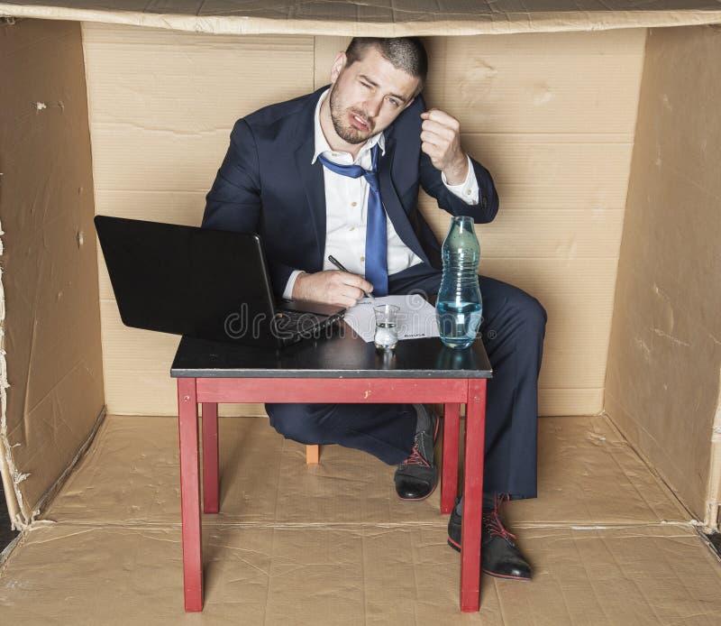 De dronken zakenman bedreigt hand stock foto's
