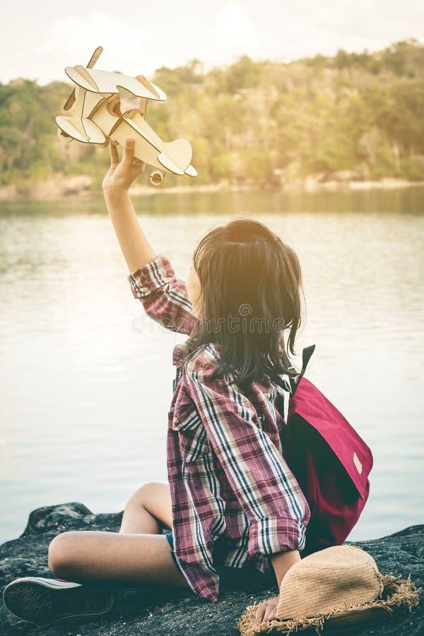 De droom van een meisje dat in de hemel wil vliegen royalty-vrije stock afbeelding
