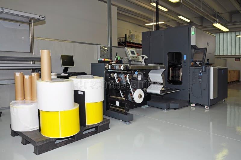 De druk van de pers - Digitale printer voor etiketten stock afbeeldingen