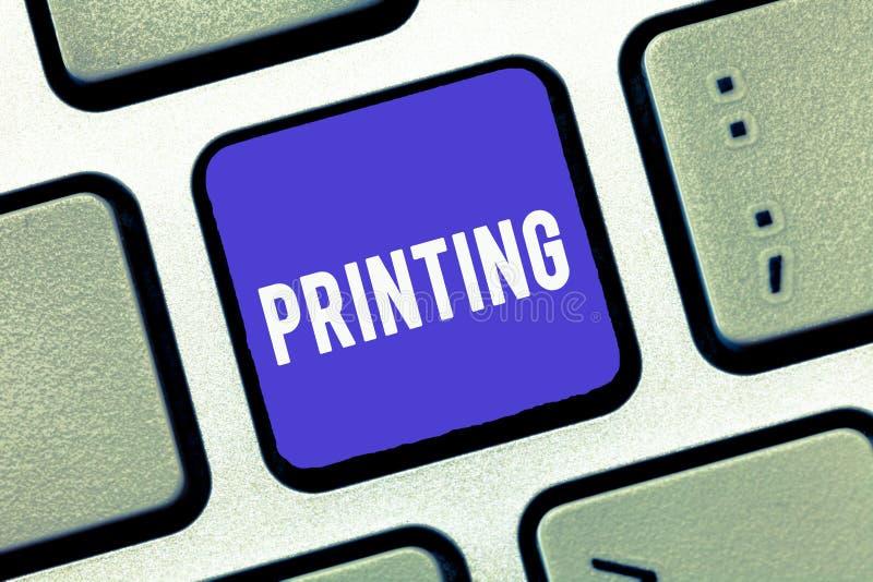 De Druk van de handschrifttekst Concept die productie van boekenkranten of andere gedrukte materiële Duurzame kopie betekenen stock afbeeldingen