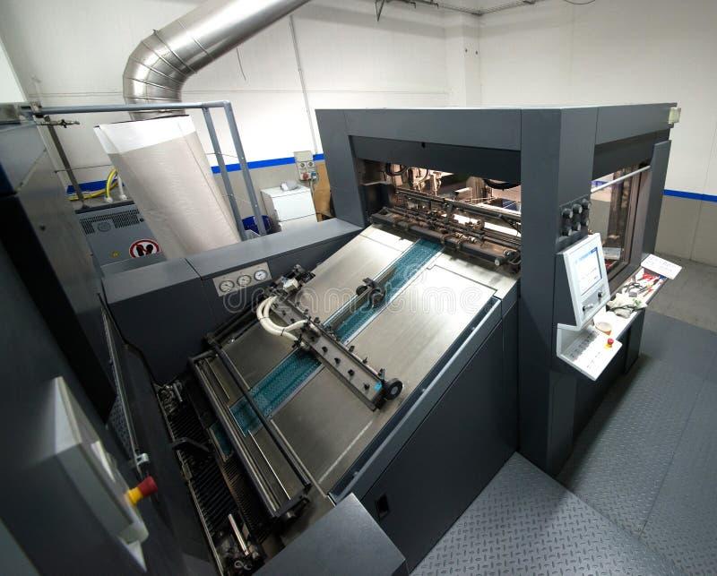 De druk van de pers - Gecompenseerde machine Druktechniek waar het geïnkte beeld van een plaat aan een rubberdeken, dan aan wordt royalty-vrije stock foto's