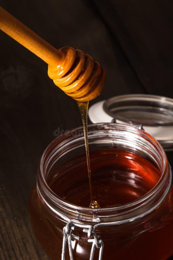 De druppel van de honing stock afbeelding