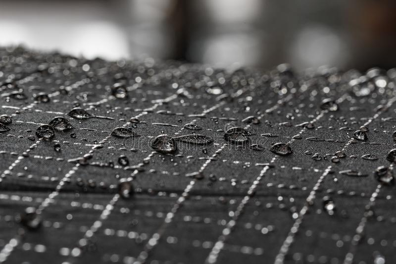 De druppeltjes van het regenwater stock fotografie