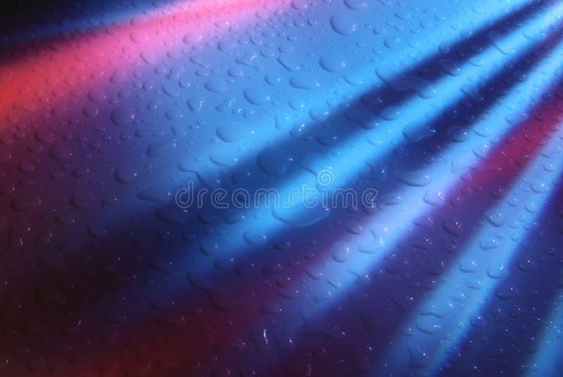 De druppeltjes van het water op abstracte achtergrond stock foto's