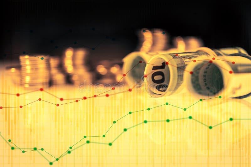 De dubbele blootstelling van grafiek en de rijen van muntstukken en euro rollen voor financiën en bedrijfsconcept royalty-vrije stock afbeeldingen